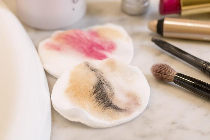 Sleeping With Your Makeup On? 7 Good Reasons To Remove It First