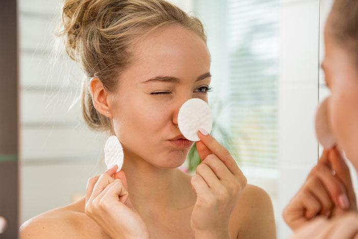 How to Layer Your Skin Care Products in the Right Order