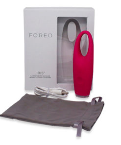 FOREO IRIS Illuminating Eye Massager Magenta