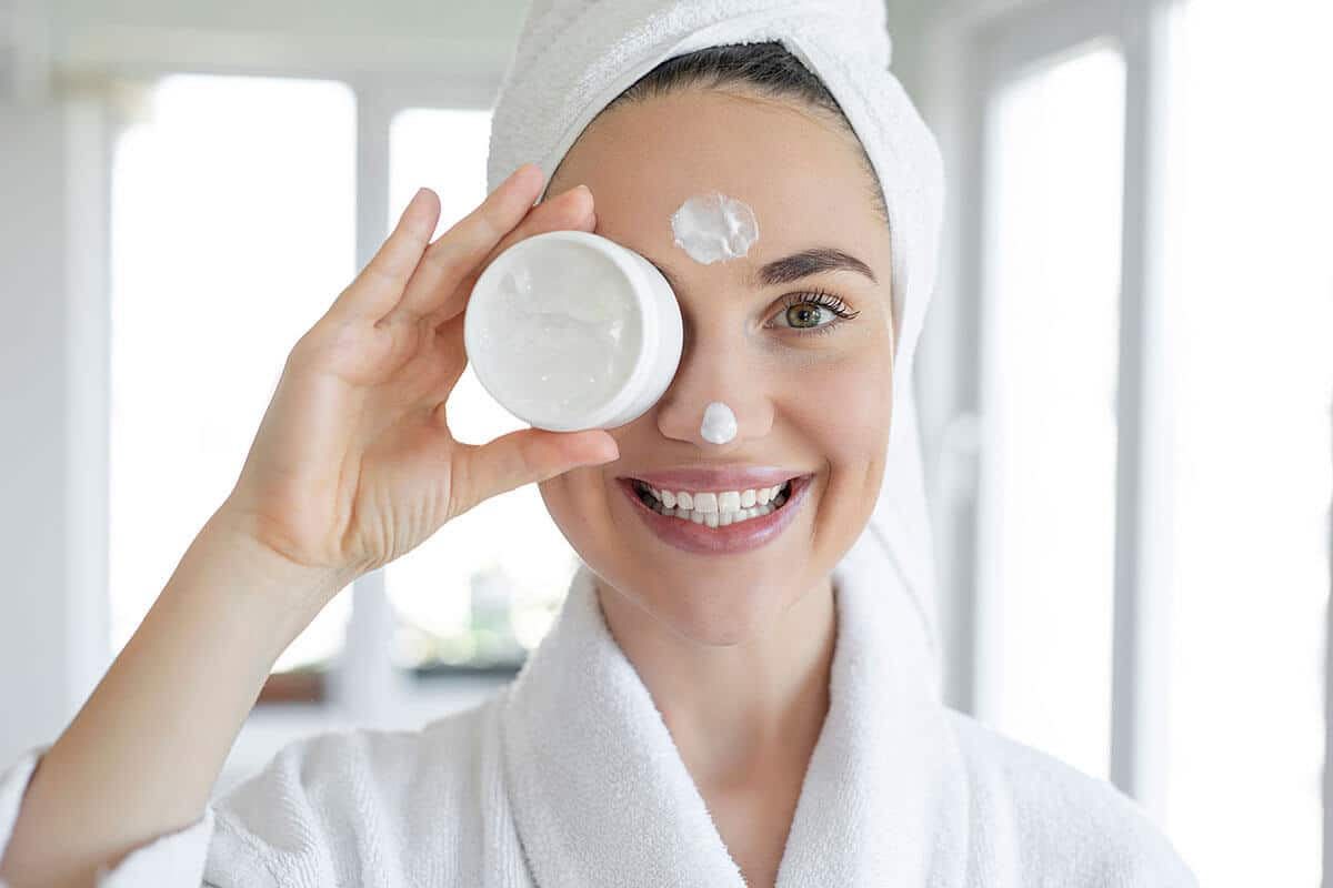 How a Gentle Facial Cleanser Can Improve Your Anti-Aging Routine