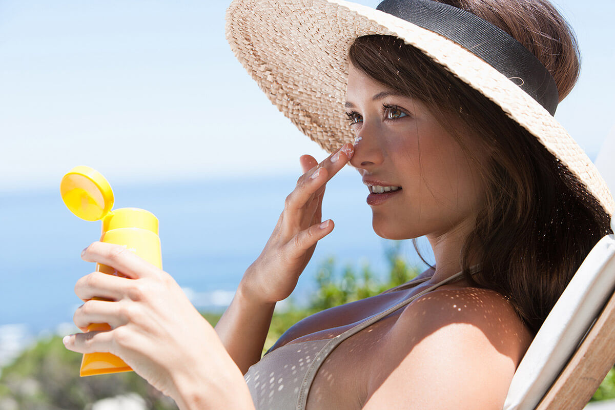 Why You Need the Best Moisturizing Sunscreen for Sensitive Skin
